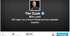Tim Cook CEO al Apple are cont de Twitter